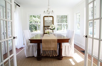 rug under dining room table. a country farmhouse (a wonderful blog) has sisal rug under her dining room table. table
