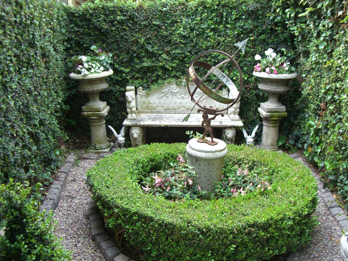 Garden ideas on pinterest secret gardens gardens and for Creating a courtyard garden