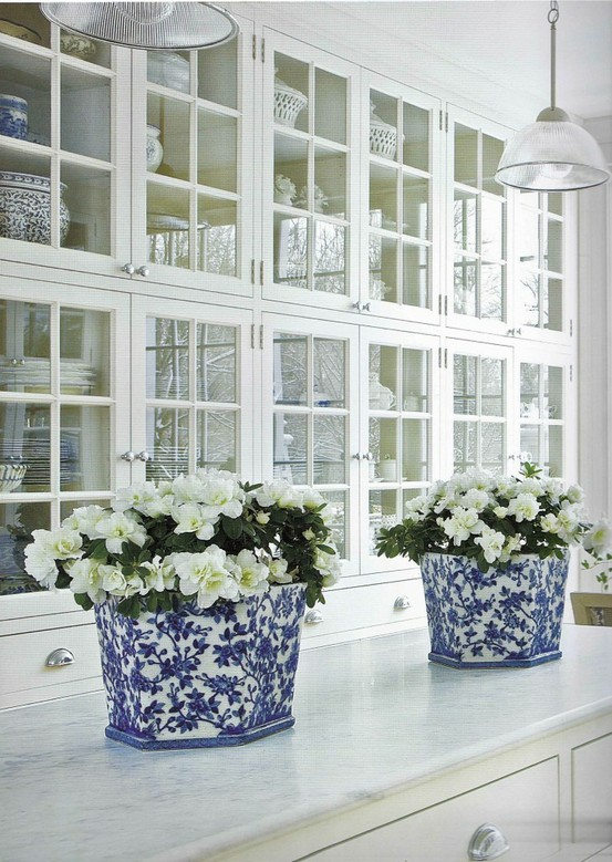 Home Bunch, kitchen with blue and white cache pots