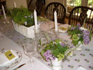 violet table setting