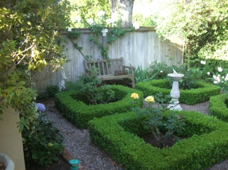 Garden, Home and Party, topiary