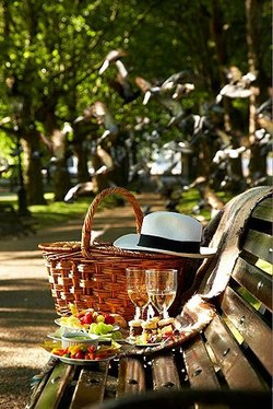 Garden, Home and Party, time for a picnic