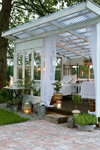 Garden, Home and Party: Backyard buildings