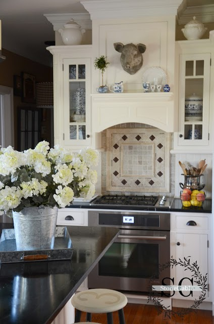 Garden, Home and Party: kitchens, light or dark counters