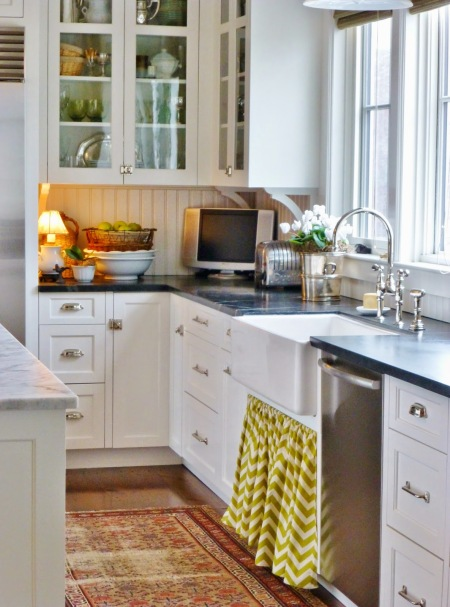 Garden, Home and Party: kitchens, light vs. dark counters